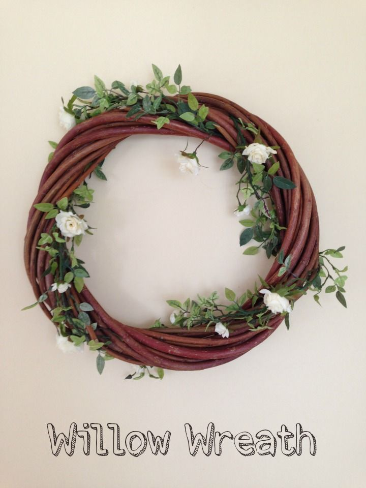 DIY Tutorial - Willow Wreath. Alice from the Market Place Farm shares with us this great DIY post on how to make your own willow wreath.