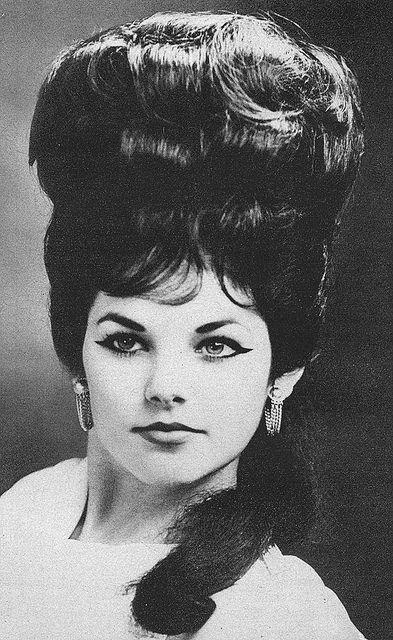 Priscilla Presley was probably around 17 when this pic was taken. She had moved into Graceland by then, having started a relationship with Elvis when she was 14 or 15. Doncha just love 60's hairstyles?