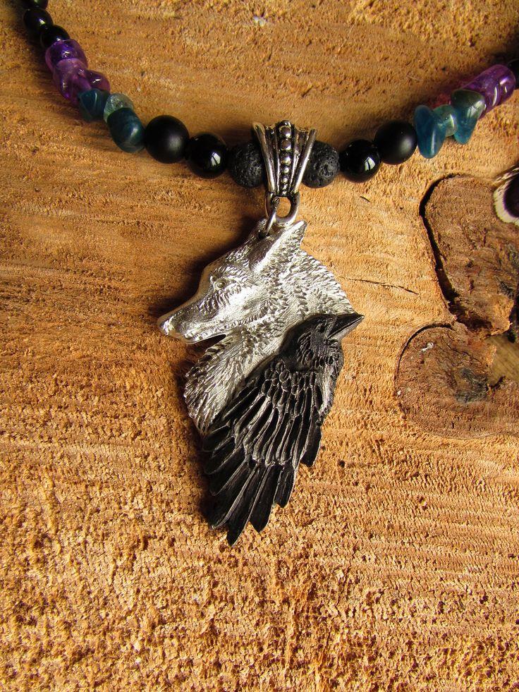 """Collier animal totem, loup et corbeau, plumes faisan et corbeau, apatite, améthyste, obsidienne """"Friendship"""" : Collier par les-plumes-d-amazone"""