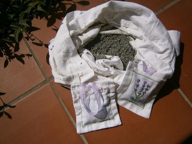 Merry Mary Stories: Υφασμάτινα μαξιλαράκια με αποξηραμένη λεβάντα