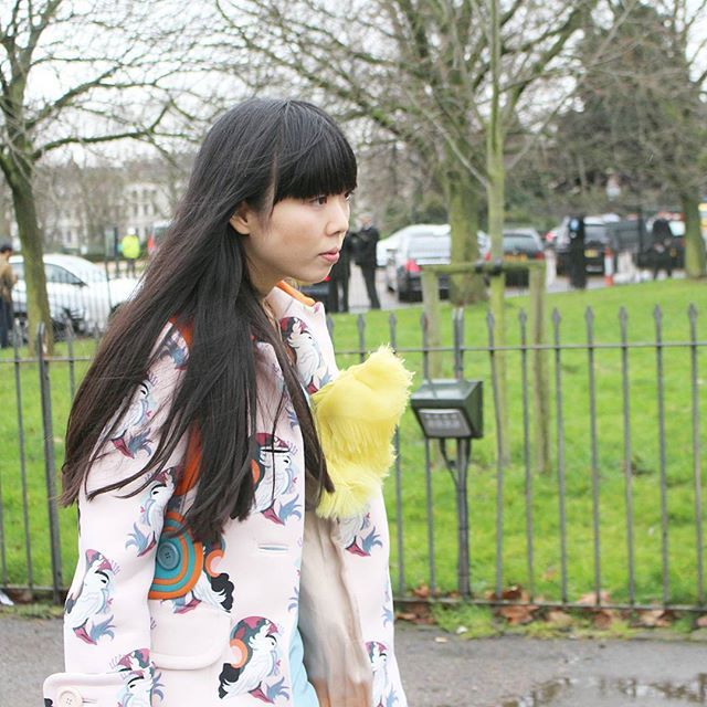 Spotted @susiebubble at London Fashion Week, photo by @ericayun  Of course, she was absolutely fab   What more should I say? . .  #londonblogger #fblogger #ootd #dailylook #fashion #style #outfit #styleblogger #evachen #fashionista #whatiwore #follow #whatiworetoday #likeforlikes #옷스타그램#패션 #데일리룩 #셀카 #팔로우 #셀스타그램#셀피 #데일리#나#패션블로거#일상 #대학생#일상그램#의상학과 #옷
