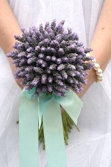 Zobacz zdjęcie Bukiet ślubny latem - lawenda | Więcej na prettyday.pl