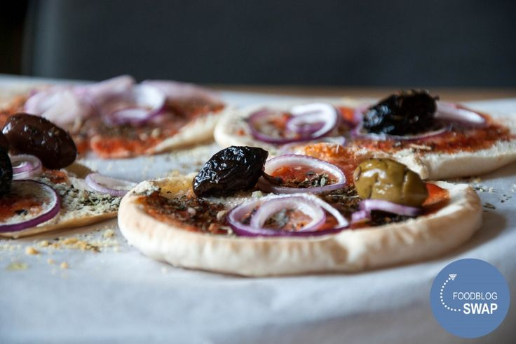 snelle pizza pita broodjes/ quick pita pizza - My Food Blog (recipe is in Dutch)