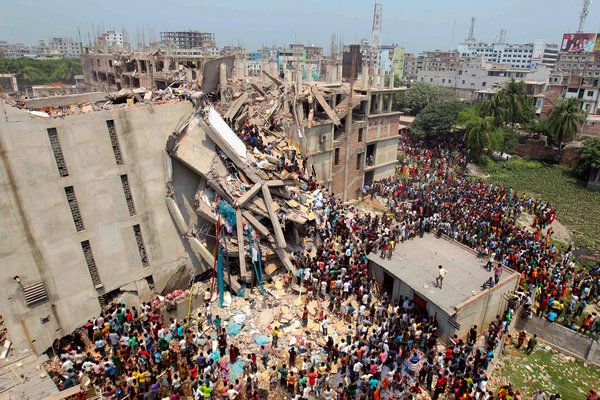 Chloe Burgin 7.02.14. Bangladesh housed several garment factories - collapsed collapsed on 24 April. 2,500 people were injured in the accident and 2,437 people were rescued. It just shows how badly the workers were treated the fact that Just a day before the collapse, the building was briefly evacuated when cracks appeared in the walls. However, workers were later allowed back in or told to return by the factory owners.
