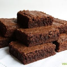 Cocina tus propios brownies de chocolate totalmente veganos, utilizando exclusivamente ingredientes de origen vegetal.