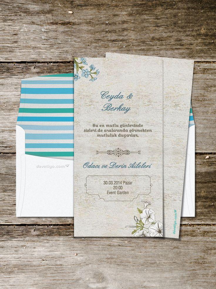 Beyaz ahşap üstünde mavi - beyaz çiçekleri ve incecik çizgileriyle bu düğün davetiyesi şık ve sade bir düğün isteyen çiftler için çok uygun. Bu davetiyeyi seçerseniz buketinizden beyaz ve maviyi eksik etmeyin!