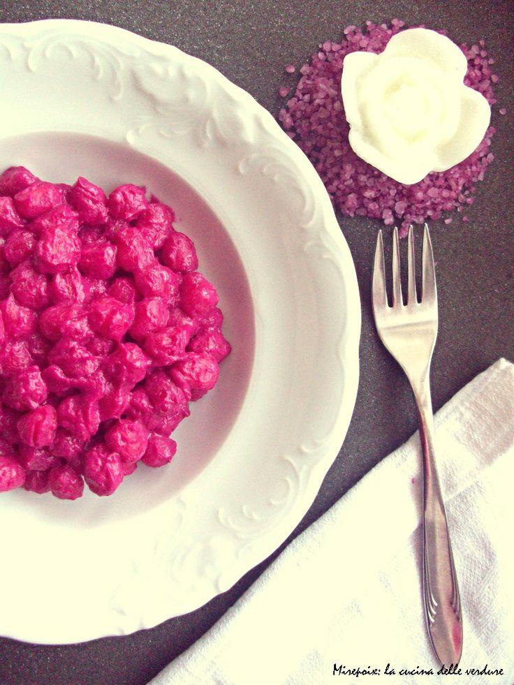 Chicche di patate con crema di barbabietola rossa.   Mirepoix: la cucina delle verdure.