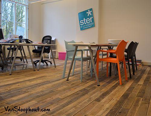 Vloer van sloophout op kantoor. #kantoor #office #inrichting #sloophout #houtenvloer #hout #vloer