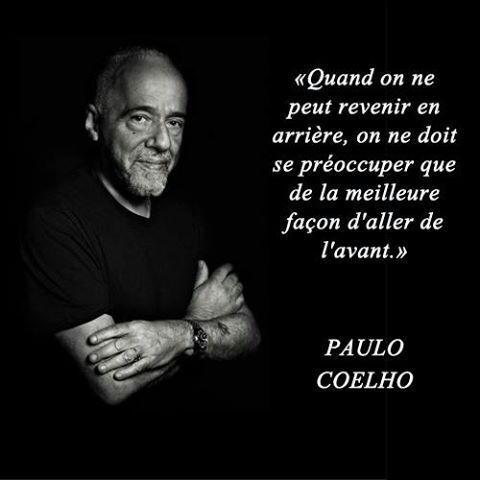 Quand on ne peut revenir en arrière, on ne doit se préoccuper que de la meilleure façon d'aller de l'avant - Paulo Coelho