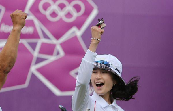 한국 여자 양궁 기보배(24ㆍ광주광역시청)는 2일 오후(한국시간) 영국 런던 로즈 크리켓 그라운드에서 열린 양궁 여자 개인 결승전에서 슛오프까지 가는 접전끝에 아이다 로만(멕시코)을 제압하고 금메달을 목에 걸었다.