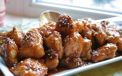 Pollo al sesamo - Ecco la ricetta del pollo al sesamo nella pentola a pressione, una variante di un piatto della cucina cinese. Si prepara utilizzando salsa di soia, semi di sesamo, scalogno e un poco di zucchero, oltre che pollo preferibilmente nostrano.