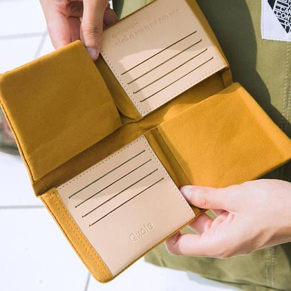Free - Form Wallet canvas with refined leather trim Functions - 2 large bill compartments - 8 credit card slots - Zip-closure coin pocket - 4 multi-purpose pockets SIZE 20 x 24 cm. // 10 x 12 cm. (Folded) 見た目はシンプルですが、中身の構造が個性的な長財布です。 小銭が取り出しやすく、 カードも沢山収納でき、人気の長財布です。