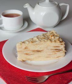 """Торт """"Наполеон""""...с фото...Для теста:    2 яйца  300 г сливочного масла  6 стаканов муки (стакан = 200 мл)  4 ст. л. уксуса  300 мл воды        Для заварного крема:    5 желтков  1,5 л. молока  3 ст. л. крахмала  300 г сахара  ваниль по вкусу"""