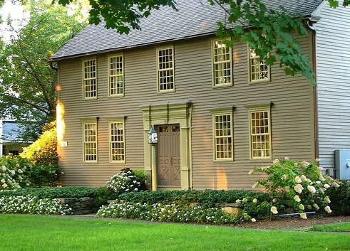 : Old House, Saltbox Colonial, New England, Dreams House, Beautiful Home, Colonial Style Home, Colors Schemes, House Colors, Colonial Home