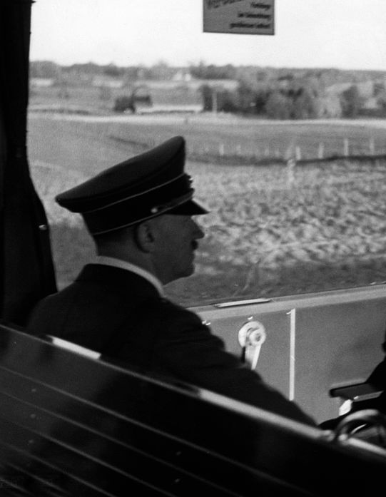 Obersturmfuhrer SS Hans Junge and Traudl Junge -1943