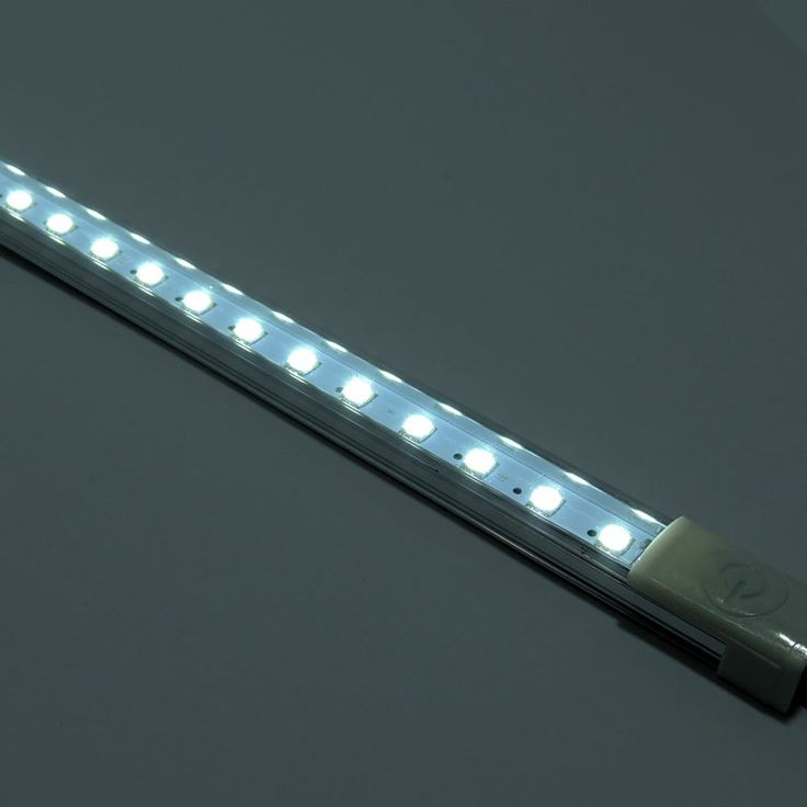 Regleta LED con interruptor táctil 9W (36 SMD5050) IP20 α 120º. Botón de encendido táctil. Producto ideal para iluminación en cocinas y muebles. http://www.barcelonaled.com/fluorescentes-led/570-regleta-led-con-interruptor-tactil-9w.html