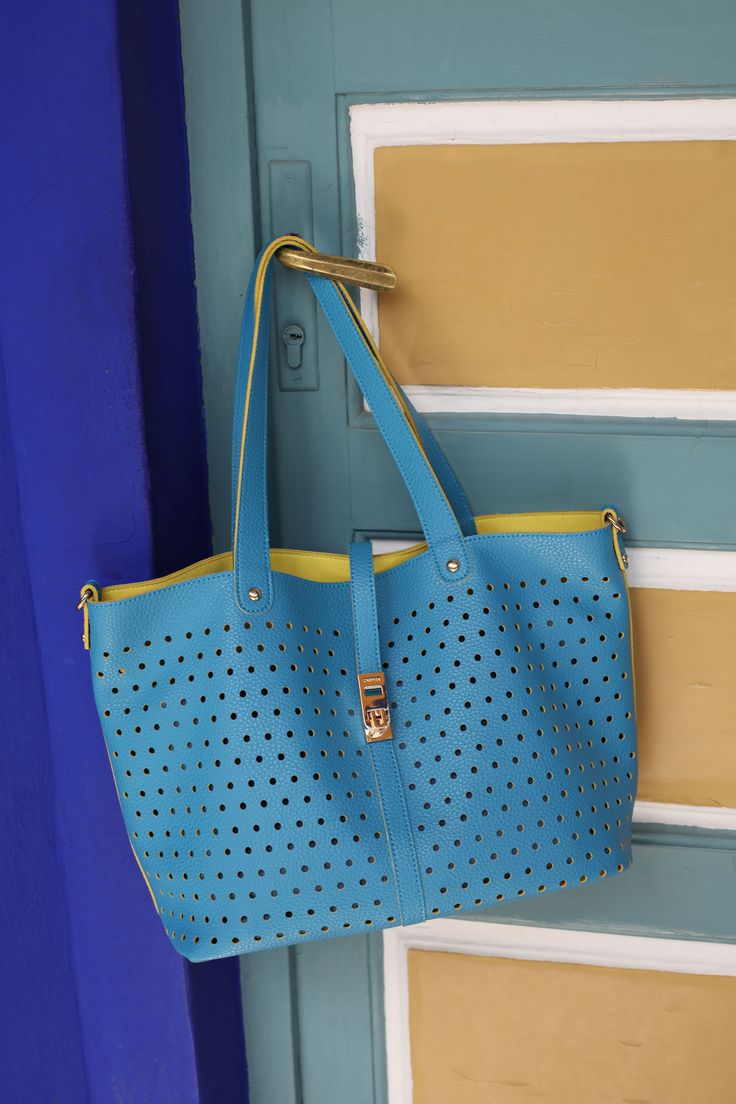 Bright shapes and subtle lines for the new #Gifa bag. Already available in stores and online.
