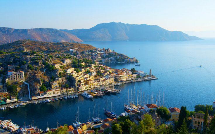 Satujen saari Symi on yksi kauneimmista Dodekanesian saarista ja tänne tekee mieli palata vuosi toisensa jälkeen. www.apollomatkat.fi #Symi #Kreikka