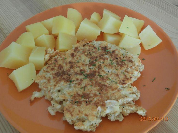 Placky ze strouhaného tvrdého sýra. Jako přílohu můžeme zvolit vařené brambory. Autor: siesta