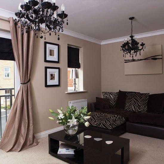 El color beige es uno de las tonalidades neutras más utilizadas para la decoración de interiores, especialmente para ambientes formales como la sala. Combina bien con casi todos los colores y es t…
