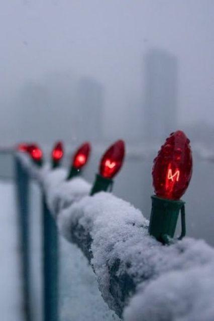 17-fantasticas-ideas-para-decorar-tu-balcon-esta-navidad-12