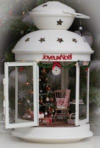 Wow, what a great idea for a mini Christmas display!