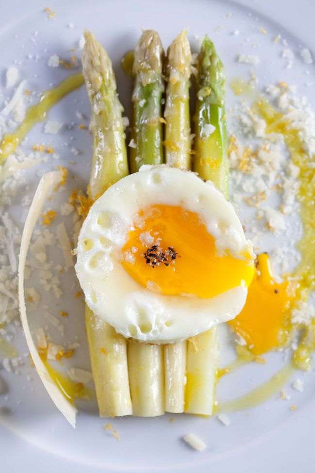 Asparagus and egg - by Daniel Lailah