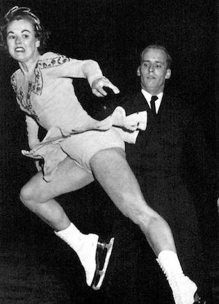 Frances Dafoe et Norris Bowden ont pris le cinquième rang chez les couples aux Jeux d'hiver d'Oslo en 1952 - Exploraré - Tirée du livre officiel : VI Olympic Winter Games Oslo 1952.