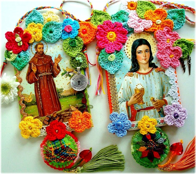 Des fleurettes au crochet et des images pieuses: Crochet Flowers, Fighting Light, Holy Barbaric, Crochet Stuff, Silk Flowers, Mothers Day Gifts, Lidialuz, Vintage Crochet, Prayer Cards