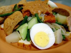 gado gado: Indonesian vegetable salad with peanut butter sauce
