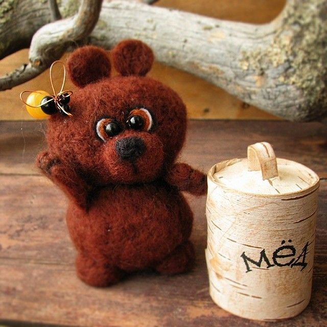 Лучший подарок конечно же мёд это и ослик сразу поймёт
