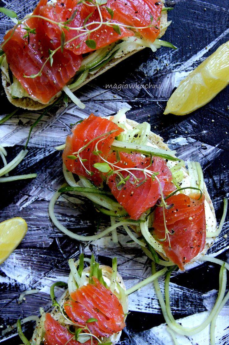 Sandwiches with salmon. / Kanapki z łososiem.