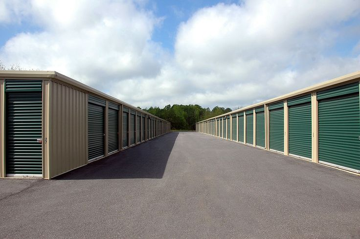 Learn how Storage Units Can Help you With Your Fall Cleanup - http://blog.storageseeker.com/fl-orlando/learn-how-storage-units-can-help-you-with-your-fall-cleanup
