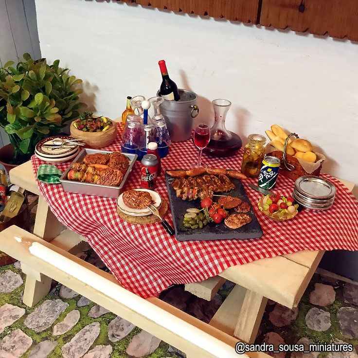 Esta cena faz parte do dia do churrasco que postei antes 😃    #miniatureart #miniaturefood #dollhouse #dollhouseminiatures #food #fakefood #polymerclay #miniature #art #artist #fimo #clay #sandra_sousa_miniatures #meat #barbecue #steak #churrasco #carnes #Picnic