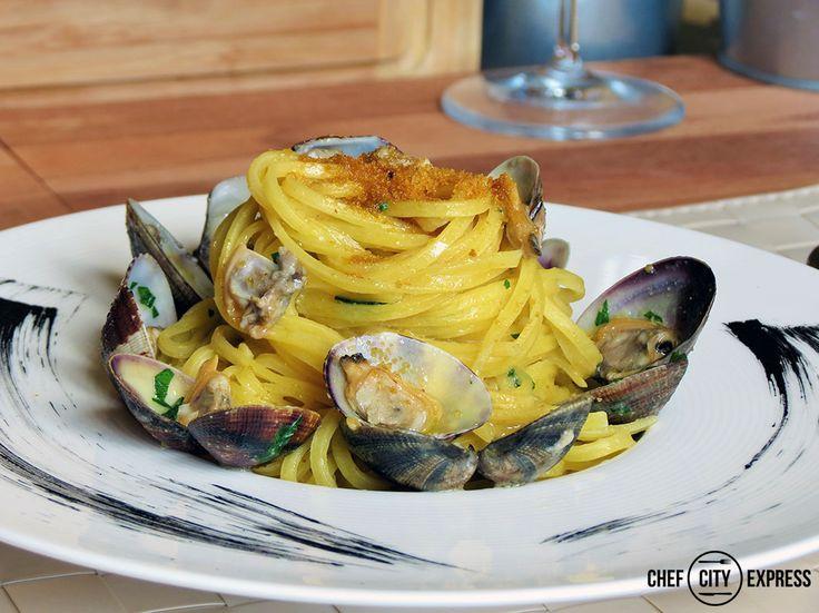 Tagliolini vongole e bottarga / Tagliolini pasta with clams and salted mullet roe