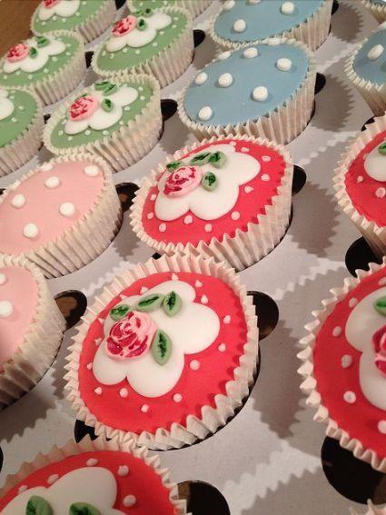 Cupcakes de flores y de lunares