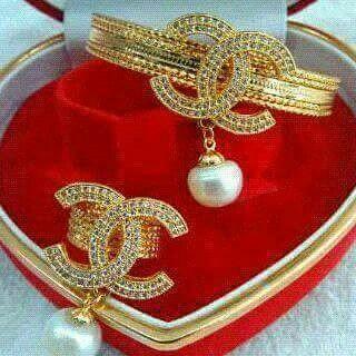 Gelang dan Cicnin mutiara lombok Pesan Add Bbm : D6AB777F Sms/ tlp. : As 082337322501/ IM3 085785304765 Wa. : Tri 08990127841 NB: Bila anda ragu jangan membeli dulu. Cek dulu resi dan testnominalnya  #mutiara#mutiaralombok#mutiaralaut#mutiaratawar#fashion#perhiasan#rhodium#elegant#allstyle#wisata#senggigi#oleholehlombok#emas#kadoistimewa#wedding#kalung#liontin#alam#natural#pearl#gold#silver#sekarbela#