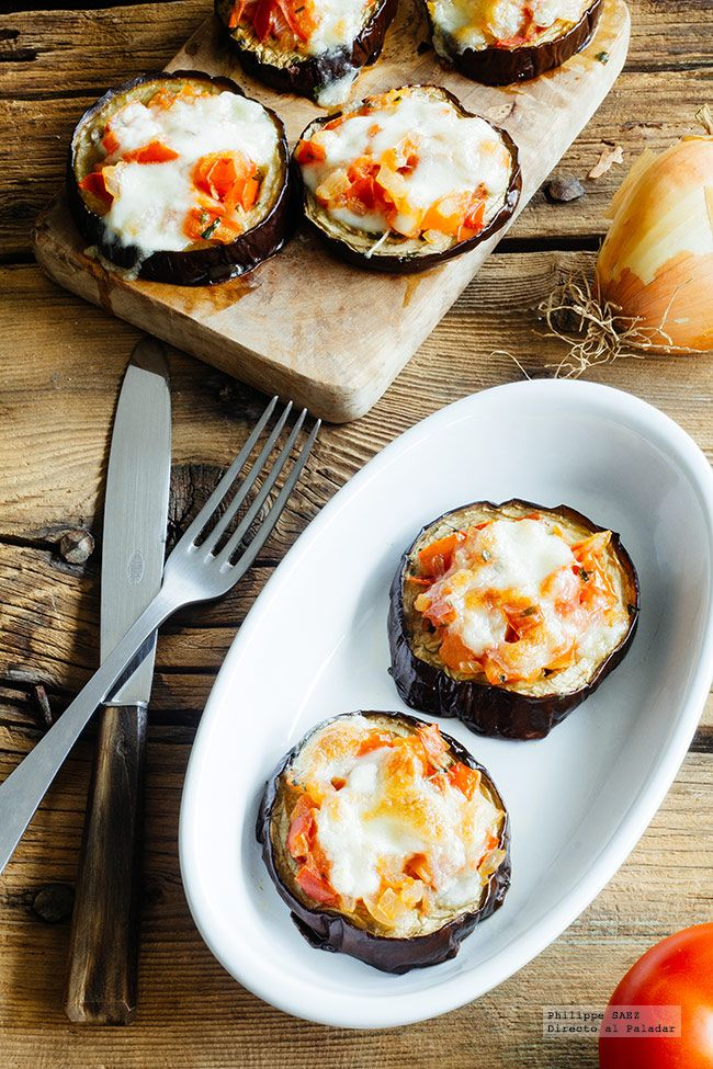 Receta de Mini pizzas de berenjena. Receta con fotografías del paso a paso y recomendaciones de degustación. Recetas de verduras. recetas vegetar...