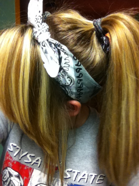 how to keep a bandana in your hair