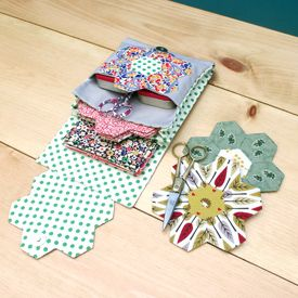 Get your quilting fix on the go with this English paper piecing travel kit tutorial with printable pattern!