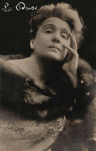 Eleonora Duse (Vigevano, 3 ottobre 1858 – Pittsburgh, 21 aprile 1924) è stata un'attrice teatrale. Fu una tra le più importanti attrici teatrali italiane della fine dell'Ottocento e degli inizi del Novecento simbolo indiscusso del teatro moderno #TuscanyAgriturismoGiratola