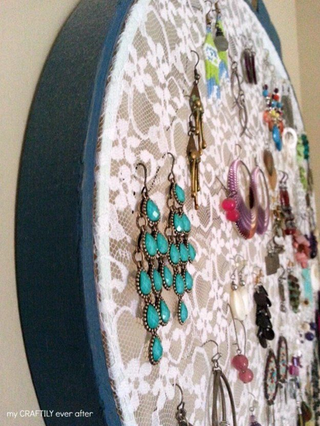Lacy Hoop Earring Holder DIY Earring Holder Ideas,see more at: http://diyready.com/diy-earring-holder-ideas/