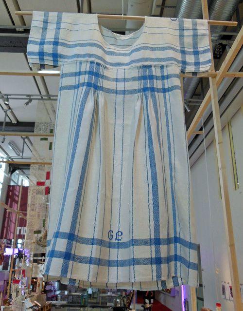 #923 Sy en klänning av handdukar