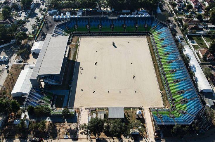 Centro Olímpico de Hipismo que abriga a arena de adestramento e de saltos, a pista de cross-country e as acomodações para os cavalos e tratadores