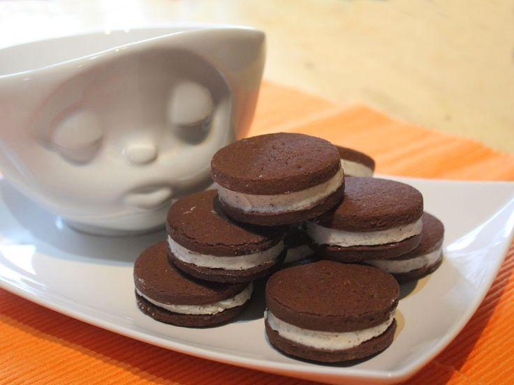 Schauen unsere selbst gemachten Schoko-Kokos-Cookies nicht köstlich aus? Wir wünschen Dir viel Freude mit unserem XXL Oreo Rezept!