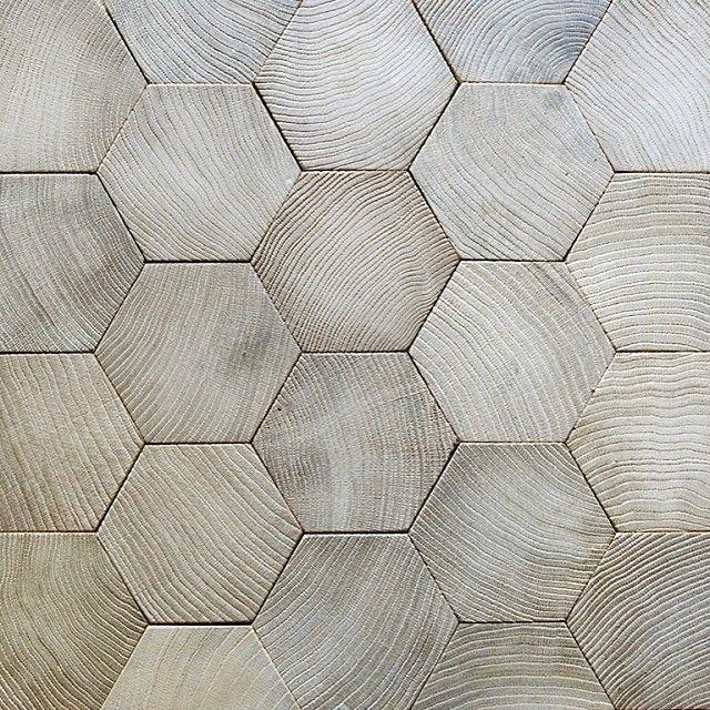 Piso de madeira hexagonal do Atelier des Granges