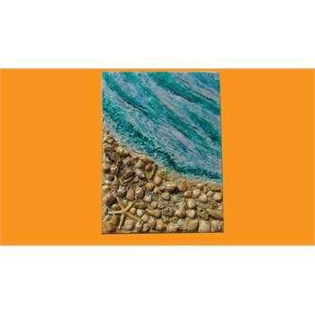 """ULTIMA CREAZIONE. """" Mare con conchiglie """"  Impasto materico spatolato su tela con applicazione di conchiglie vere di mare, graniglie, sabbie di vetro e glitter in polvere. Tra le decorazioni in rilievo, le conchiglie offrono la possibilità di un allegro mosaico """"naturale"""" da accostare ad un mare cristallino."""