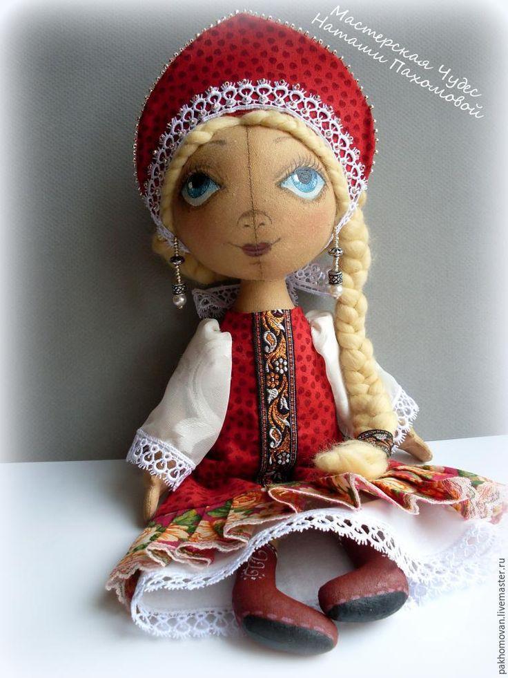 Сегодня я расскажу вам, как можно сшить для куклы наряд в русском стиле. Для мастер-класса нам потребуются: - кукла тыковка ростом 36-38 см (голову и ручки не пришиваем!); - ткань х/б разных цветов, кружева, тесьма, бисер; - ножницы; - сантиметр; - бумага, карандаш для выкройки; - иглы и нитки; - кисть синтетика круглая №2 или №3 , монтажная лента, акриловые краски для ткани; - и отличное…
