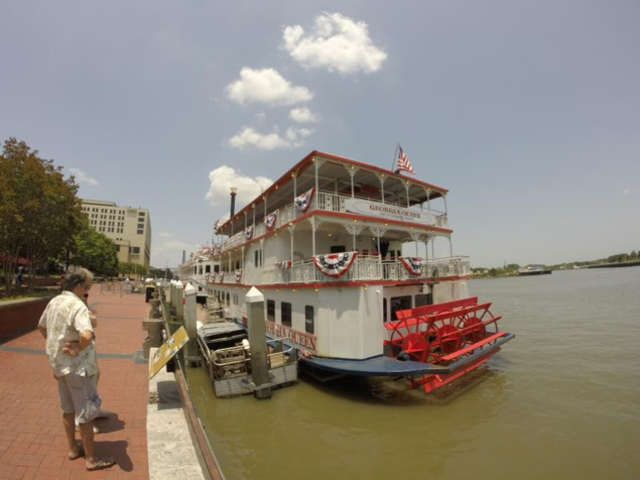 Tour bus Savannah River Queen to see the landmarks such as the Forest Gump bench