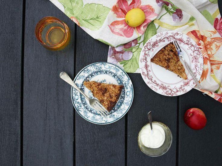 Oat Crumble Cake Recipe with Stone Fruit - Viva